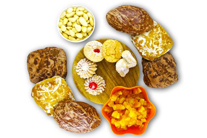 Dolci tipici: pitte, susumelle e pasticcini di mandorla.